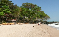 khanom-hill-beach-photos-strand_mit_liegen